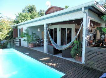 Grande villa sans vis à vis avec piscine, Etang Salé