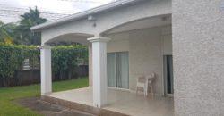 Villa F4 avec jardin gazonné, Etang Salé