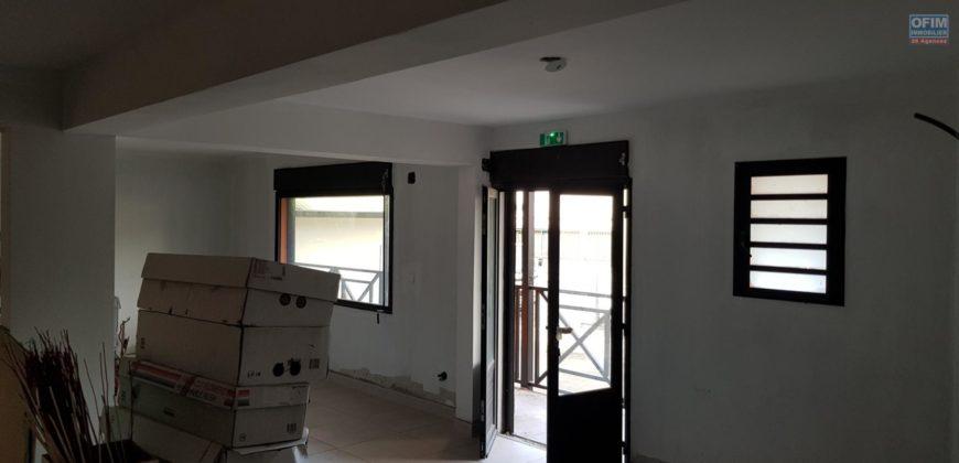 Local commercial de 115 m2, Etang Salé