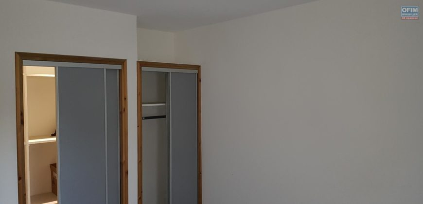 Grand appartement F3, Etang Salé
