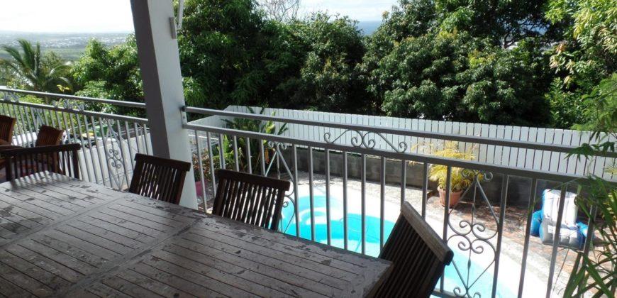 Grande villa F5 avec piscine, Etang Salé