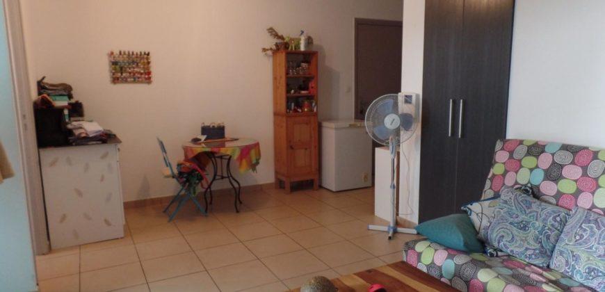 Appartement F2 avec varangue, Avirons